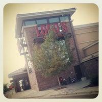 Foto scattata a Lodo's Bar and Grill da Joe M. il 8/26/2012