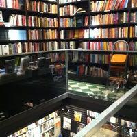 Foto tirada no(a) Livraria da Travessa por Flavio em 8/8/2012