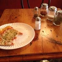 Das Foto wurde bei Percy's Pizza von Alan P. am 9/2/2012 aufgenommen