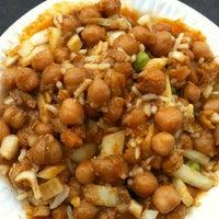 Photo prise au Punjabi Grocery & Deli par Kristen D. le6/11/2012