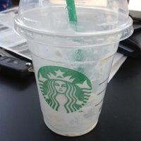 Foto tirada no(a) Starbucks por Marky N. em 3/28/2012