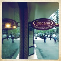 Foto tomada en Toscana Sandwich and Salad Bar  por Radu B. el 4/26/2012