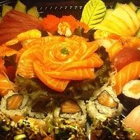 Foto tirada no(a) Kanzen Sushi e Temakeria por Alessandra L. em 8/22/2012