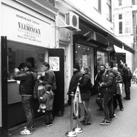 Photo taken at Vlaams Friteshuis Vleminckx by Desirée V. on 3/10/2012