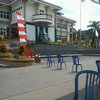 Photo taken at Halaman Kantor Walikota Pangkalpinang by Bangun L. on 3/26/2012