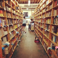 Photo prise au Powell's City of Books par Aaron E. le8/15/2012