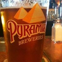 4/25/2012 tarihinde Rob T.ziyaretçi tarafından Pyramid Alehouse'de çekilen fotoğraf