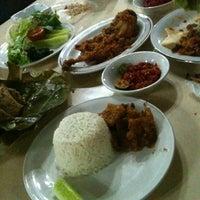 Photo taken at Ayam Goreng Ny. Suharti by jujuliciouzt on 6/2/2012