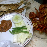 Photo taken at Kepiting Cak Sul by gunggex l. on 2/11/2012