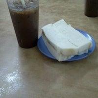 Photo taken at Soo Kam Kee Kedai Makan Dan Minuman by jen c. on 8/19/2012