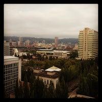 Foto tirada no(a) DoubleTree by Hilton Hotel Portland por Craig C. em 8/18/2012