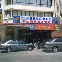 Photo taken at Restaurant Seng Kee by Alan L. on 7/6/2012