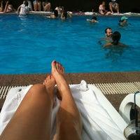 Photo taken at Hamilton Hotel Swimming Pool by aera k. on 8/13/2012