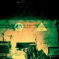 Das Foto wurde bei XOYO von Arnis L. am 5/8/2012 aufgenommen