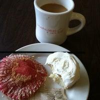 Photo taken at Crushcakes Cupcakery & Crushcafe by Karen C. on 6/10/2012