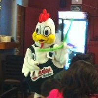 Photo taken at Pardos Chicken by Camincha on 7/31/2012
