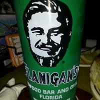 Foto tomada en Flanigan's Seafood Bar & Grill por Vanessa F. el 3/29/2012