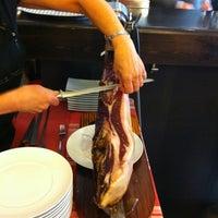 Foto tomada en Restaurant de Vins por Adrian K. el 3/2/2012