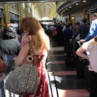 รูปภาพถ่ายที่ Terminal C โดย Matt R. เมื่อ 6/28/2012