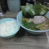 Photo taken at 武蔵家 中野本店 by gennei on 5/6/2012