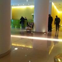 7/20/2012 tarihinde Callum M.ziyaretçi tarafından St. Martin's Lane Hotel'de çekilen fotoğraf