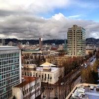 Foto diambil di DoubleTree by Hilton Hotel Portland oleh Rick B. pada 2/22/2012