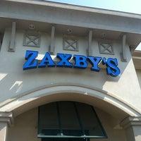 Photo taken at Zaxby's Chicken Fingers & Buffalo Wings by Kris E. on 8/2/2012