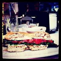 Foto tomada en Café Barra Café por TRIPULANTE G. el 8/2/2012