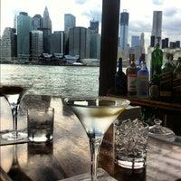 Das Foto wurde bei The River Café von Laila F. am 7/3/2012 aufgenommen
