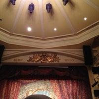 Foto tomada en Teatro Sucre por Omar G. el 4/4/2012