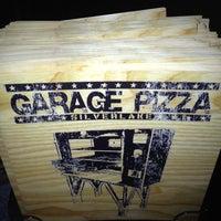 Foto tomada en Garage Pizza por Edgar R. el 8/5/2012