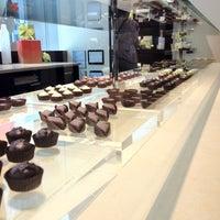 Foto tirada no(a) Fran's Chocolates por Marcelo C. em 7/8/2012