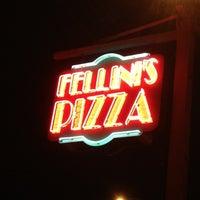 Foto scattata a Fellini's Pizza da Zreba il 8/4/2012