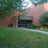 Foto tirada no(a) St Sebastian Catholic School por Jason N. em 5/22/2012