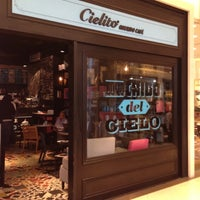 Photo taken at Cielito Querido Café by Eduardo Eliud C. on 3/21/2012