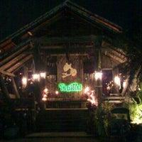 Photo taken at ร้านอาหารบ้านโรงสีไฟ by Ess K. on 2/8/2012