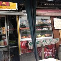 Photo taken at ร้านป้าอ้อย-ลุงเหี้ย ใต้สะพานลอย by baromaely E. on 4/17/2012
