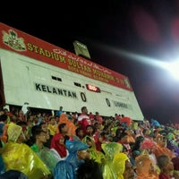 Photo taken at Stadium Sultan Muhammad IV by Suffian H. on 5/4/2012