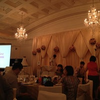 Photo taken at Straits Room @ Fullerton Hotel by Lu Z. on 3/18/2012