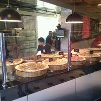 Das Foto wurde bei We, The Pizza von Chris am 8/4/2012 aufgenommen
