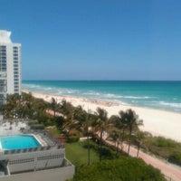 Foto tirada no(a) Deauville Beach Resort por Bahama Bob L. em 4/17/2012