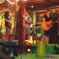 Foto tomada en Fah Restaurant Bar por Miguel B. el 6/11/2012