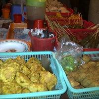 Photo taken at Angkringan Sego Kucing AINI by nainakow on 8/30/2012