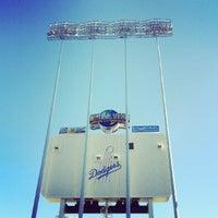 Das Foto wurde bei Dodger Stadium Parking von Melissa L. am 8/26/2012 aufgenommen