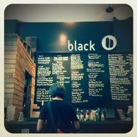 Photo prise au black coffee dessert bar par Sari D. le8/25/2012