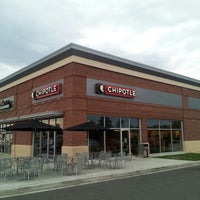 Photo taken at Chipotle Mexican Grill by Mia W. on 8/25/2012