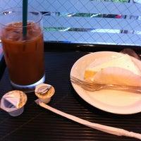 Photo taken at Caffé Veloce by hiroki t. on 3/31/2012