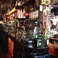 6/30/2012 tarihinde Daric S.ziyaretçi tarafından 7B Horseshoe Bar aka Vazacs'de çekilen fotoğraf