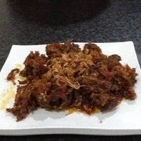 Foto tomada en Restoran Ikan Tude Manado por Nany D. el 5/26/2012