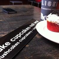 Photo taken at Crushcakes Cupcakery & Crushcafe by H C. on 4/1/2012